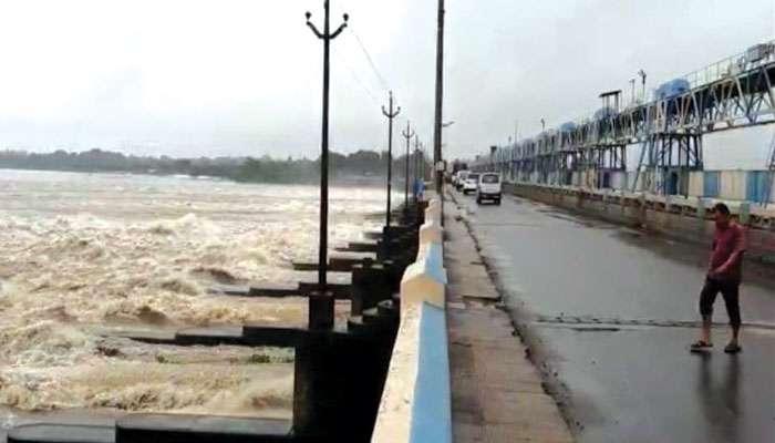 Durgapur: বিপুল জল ছাড়ছে দামোদর ব্যারেজ, ডুবতে পারে হাওড়া-হুগলির বহু নীচু এলাকা