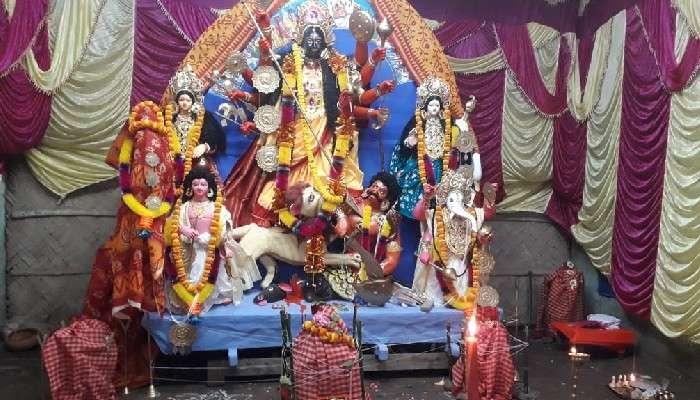 Durga Puja 2021: মুখ কালো, গায়ের রং বাদামি! এই রূপেই মা পূজিত হচ্ছেন ক্যানিংয়ের ভট্টাচার্য পরিবারে