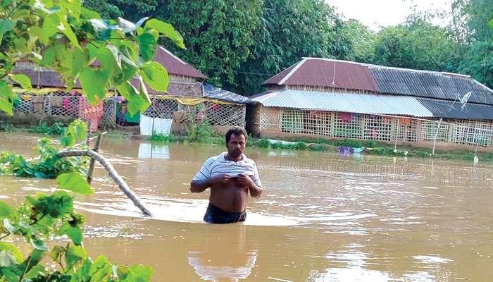 Ghatal: নদীবাঁধ ছাপিয়ে ঢুকছে জল, ফের উদ্বেগ বাড়ছে ঘাটাল-চন্দ্রকোনা-দাসপুরে