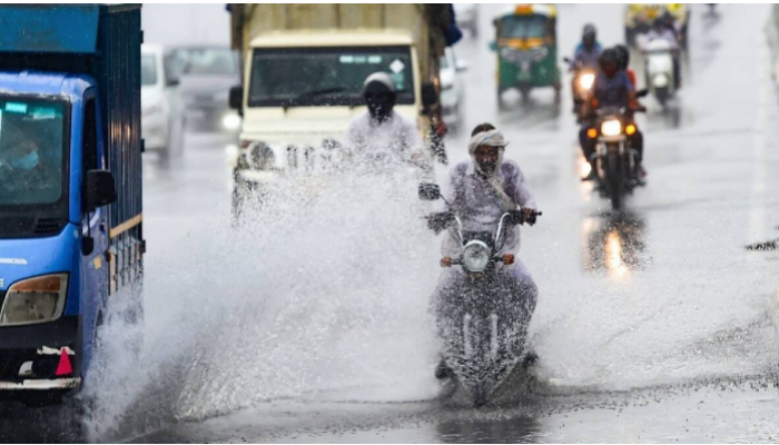 Weather Today: রাজ্যজুড়ে ফের বৃষ্টির সম্ভাবনা, উত্তরবঙ্গে জারি ভারী বর্ষণের সতর্কতা