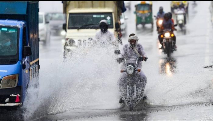 Weather Today: মেঘলা আকাশে ভ্যাপসা গরম, মহালয়ার দিনেও বিক্ষিপ্ত বৃষ্টির পূর্বাভাস রাজ্যে