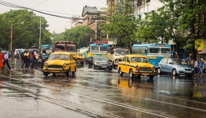 Weather Today: বৃষ্টির চোখ রাঙানিতেই ষষ্ঠীযাপন মহানগরের, আর্দ্রতার দাপটে বাড়ছে গুমোট গরম