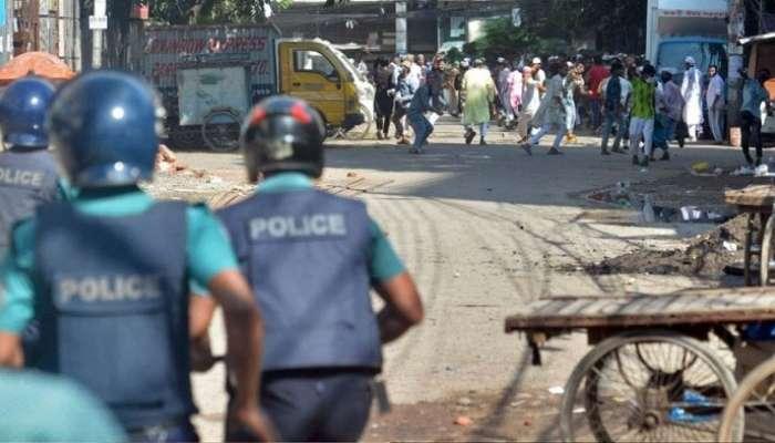 Bangladesh Violence : পুলিস প্রধানদের বদলি, কড়া পদক্ষেপ সরকারের