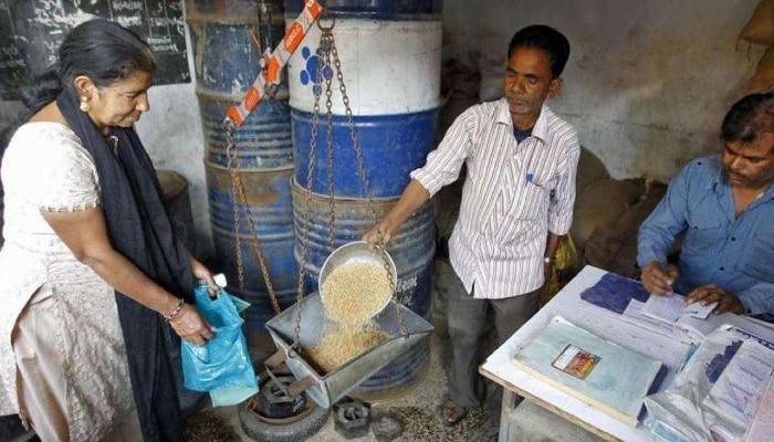 Fair Price Shops: রেশন দোকানেই মিলবে LPG সিলিন্ডার, আর্থিক পরিষেবা! পরিকল্পনা পেশ কেন্দ্রের